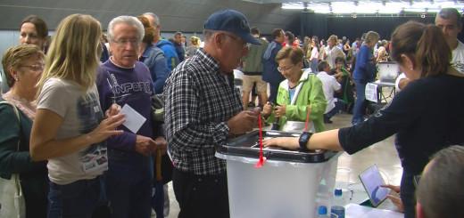 Cua de votants a la Fàbrica Llobet-Guri, l'1 d'octubre del 2017