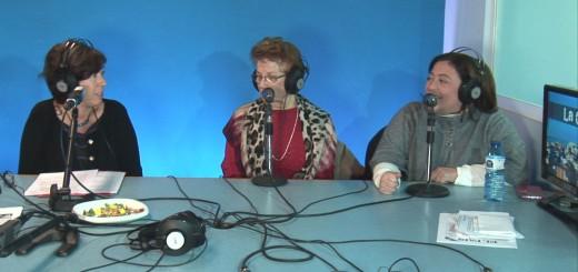 Judith Farre (esquerra) als estudis de Ràdio Calella TV acompanyant la parella lingüística formada per la Isabel i la Mariola