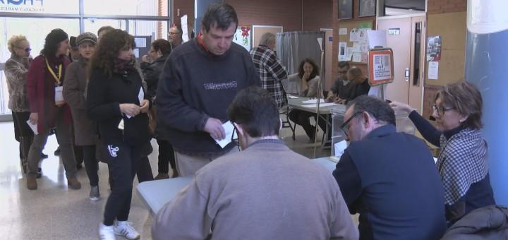 Gent votant eleccions 21D00000000