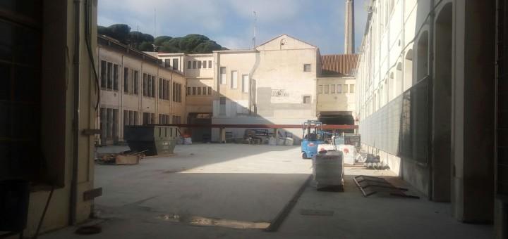 Imatge del pati interior que tindrà l'Escola Salicrú a la Fàbrica Llobet-Guri, encara en obres