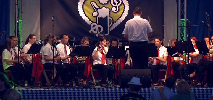 Una banda actuant a l'Oktoberfest d'enguany