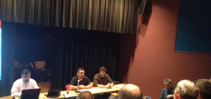 Roberto Moral explica el seu programa durant l'assemblea dels Maduixots. Font: Castellers Alt Maresme