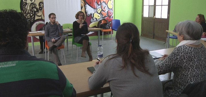 Sessió dels tallers de cerca activa de feina, Centre d'Acció Jove