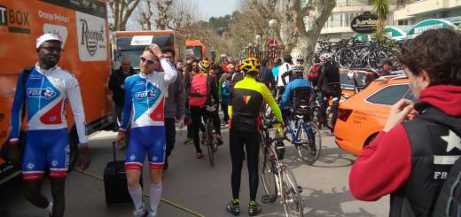 Moments previ a l'inici de la primera etapa de la Volta a Catalunya, aquest matí