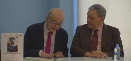 Lluís Foix acompanyat de Manuel Cuyàs a la biblioteca Can Salvador de la Plaça