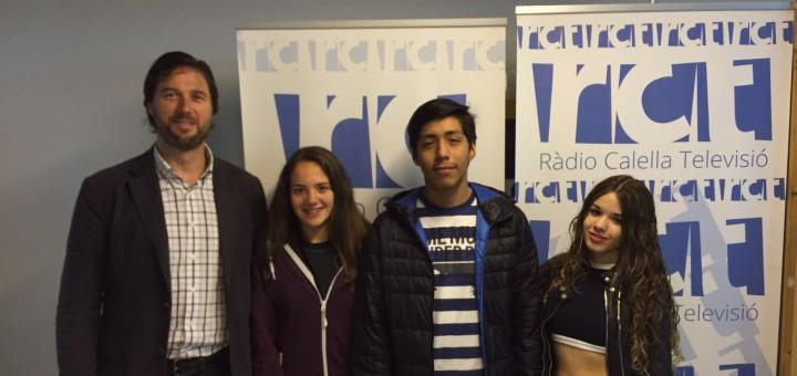 Els alumnes d'Emprenedoria acompanyats pel director de l'Escola Pia