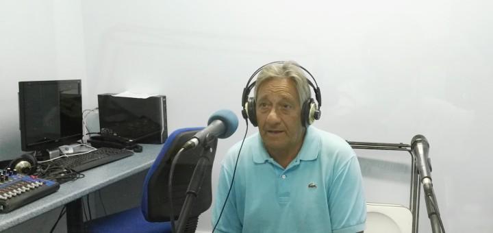 Manuel García als estudis de Ràdio Calella