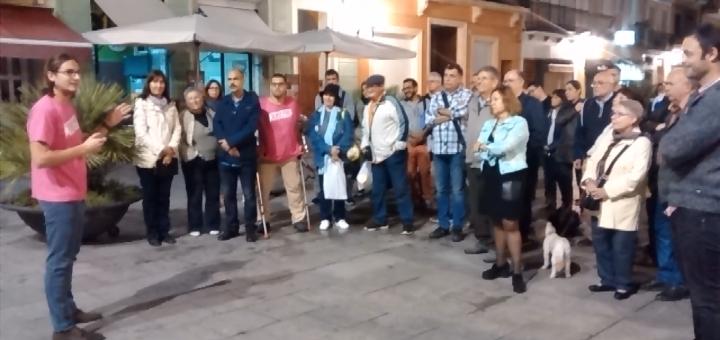 Grup de concentrats en suport al regidor de Capgirem Vic