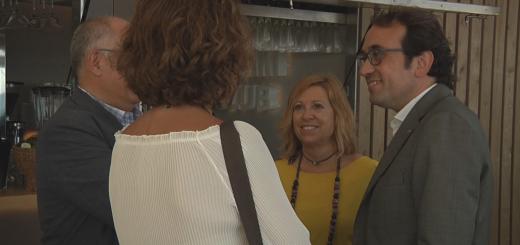 El conseller de Territori, Josep Rull, durant la visita a les noves guinguetes, el juliol passat