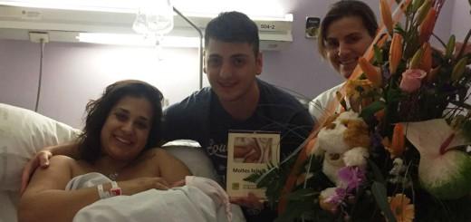 L'Ainara amb els seus pares a l'Hospital de Calella