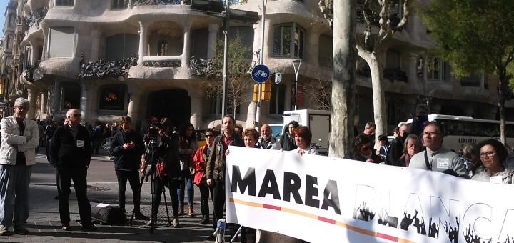 Activites de la plataforma Marea Blanca en una mobilització a Barcelona
