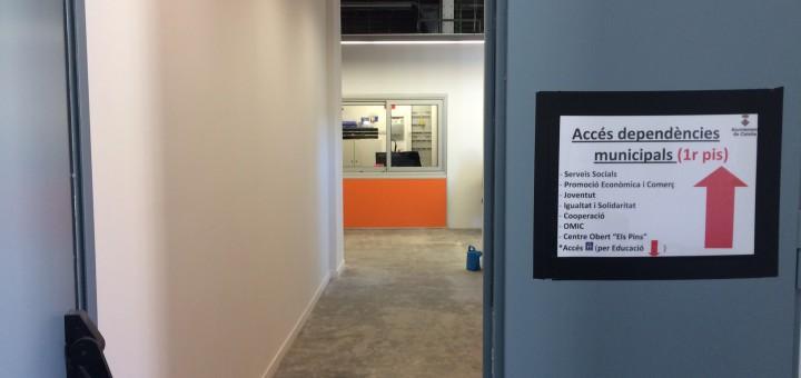 Accés a les oficines i serveis municipals per la porta de Sant Jaume