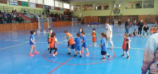 Els més petits durant un dels seus partits (Foto: Club Bàsquet Calella)