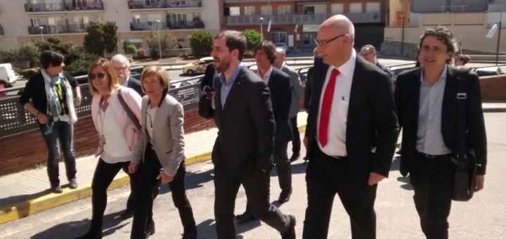 Fernández Terricabras acompanyant el conseller Comín, i al costat Núria Constans, en una visita recent a l'Hospital de Calella