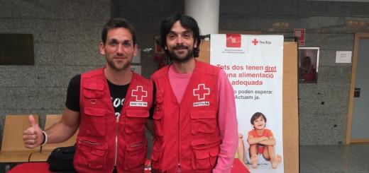 Els tècnics de la Creu Roja al vestíbul de l'Hospital de Calella