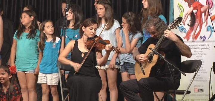 Actuació de Núria Grima i Carles Geli durant la passada edició del Festival Artístic a benefici de l'AVAH