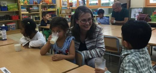 llet_escoles_consellera_serret_agricultura_nens