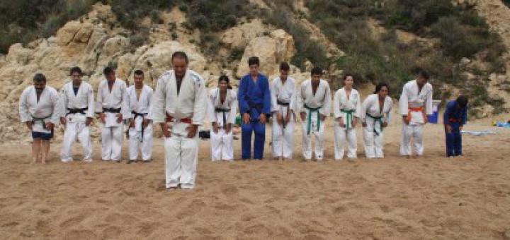 Alumnes del gimnàs Judo-Tao d'Esplugues de Llobregat van fer al 2014 un entrenament a la Roca Grossa de Calella