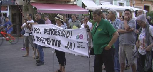 Assistents a la concentració de suport al diputat de CSQEP, Joan Josep Nuet