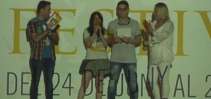 Sergi Puig recollint el premi al millor curtmetratge de la categoria d'adults