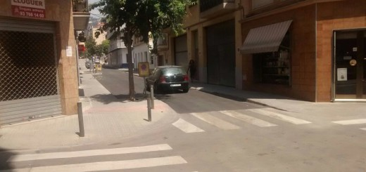 Un dels trams del carrer Cervantes on s'ha reparat el paviment