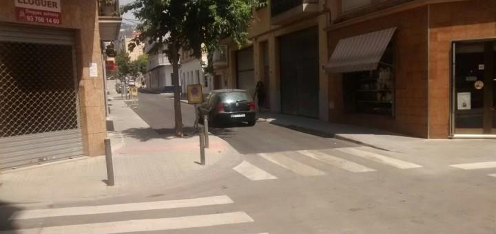 Un dels trams del carrer Cervantes on s'ha reparat el paviment