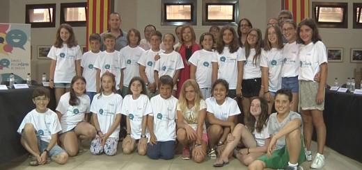 Foto dels 28 consellers que han format part del Consell Municipal dels Infants, acompanyats pels representants municipals