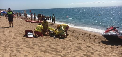 Socorristes de Calella en el simulacre de salvament que s'ha fet aquesta setmana