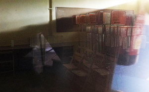A l'interior del magatzem hi ha material relacionat amb les eleccions.