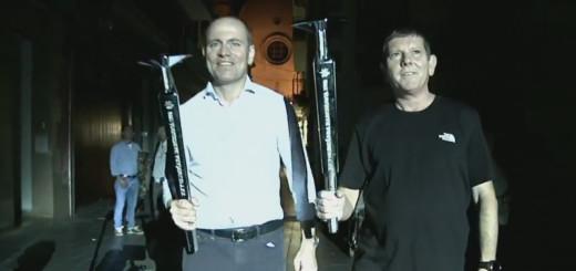 Raül Claramunt i Joan Forest entrant a plaça amb les torxes dels Jocs Olímpics de Barcelona'92