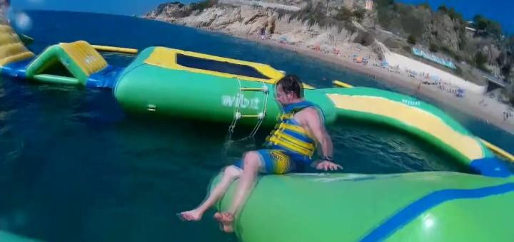 [Vídeo] [Temps d'estiu] Ja s'acaba l'estiu, hem passat pel parc aquàtic de Calella
