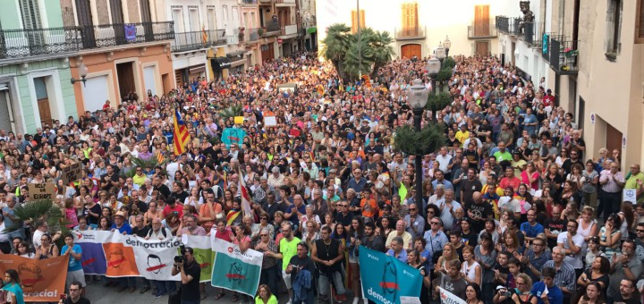 Calellencs concentrats a plaça amb motiu de l'aturada de país, el passat 3 d'octubre