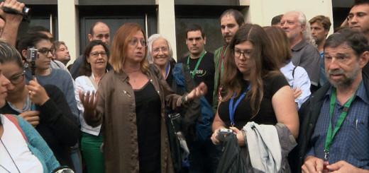 Montserrat Candini a l'entrada de la Fàbrica Llobet, aquest matí