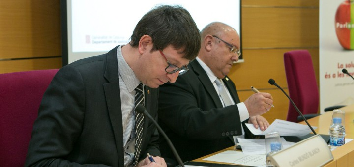 El conseller Mundó i el jutge de Pau de Calella, Francesc Xavier Ten, en una imatge d'arxiu