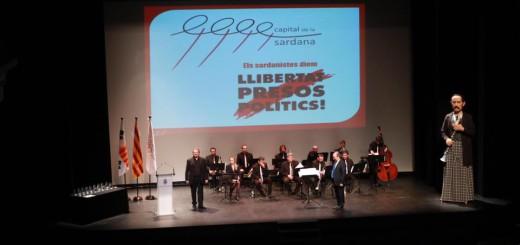Fotografia de la Confederació Sardanista de Catalunya a l'acte d'entrega de Premis Capital de la Sardana a Figueres 2017