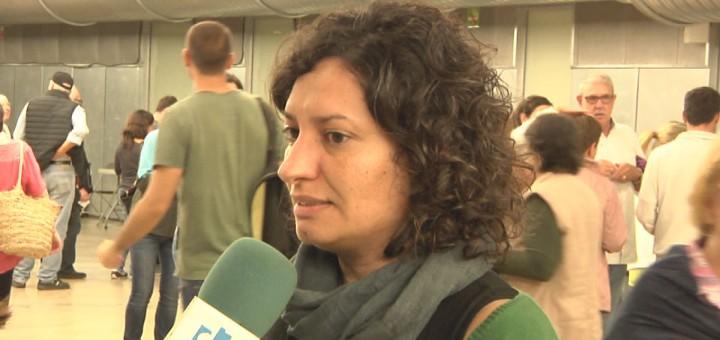 La líder d'ERC atenent la premsa durant l'1 d'octubre