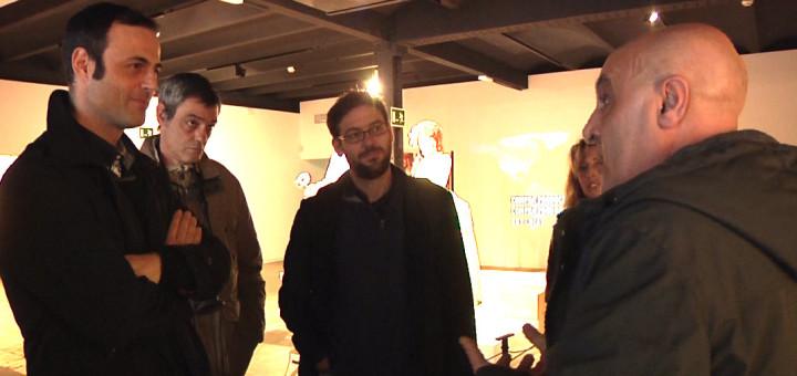 Fachín, acompanyat de membres de Podem Calella, en una visita al Museu del Turisme