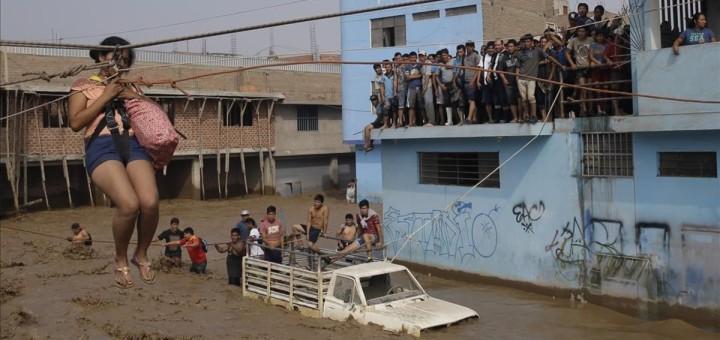Ciutat inundada per les tempestes a Lima (Foto: AP)