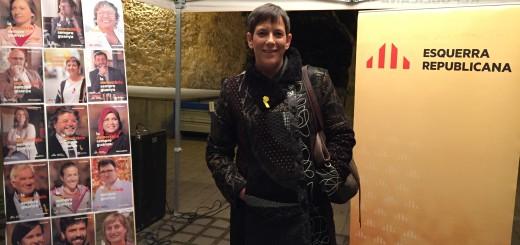 Mònica Palacín, candidata d'ERC a les eleccions del 21D, a la parada informativa de Calella