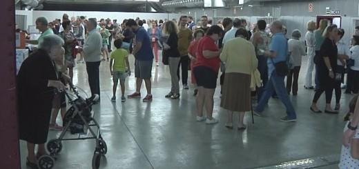 Votants a la Fàbrica Llobet-Guri durant les eleccions al Parlament de Catalunya del 2015