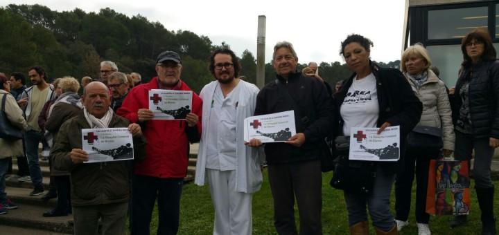 Membres de Marea Blanca, a l'Hospital de Blanes, aquest matí
