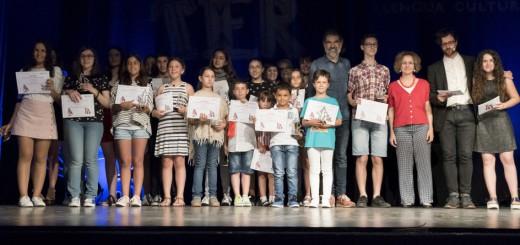 El president d'Òmnium, Jordi Cuixart, envoltat dels guanyadors de l'última edició del Premi Sambori