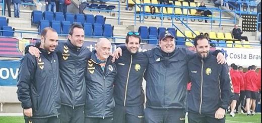 Jordi Cantano, a l'esquerra, acompanyat dels membres del nou staff tècnic del CF Calella