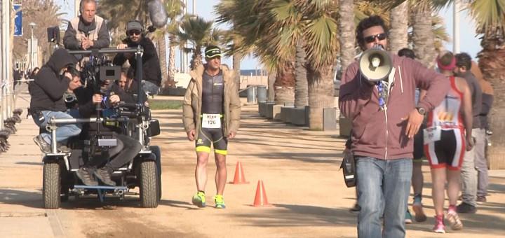 """L'actor Dani Rovira al passeig de Garbí de Calella en un moment del rodatge de """"100 metres"""""""