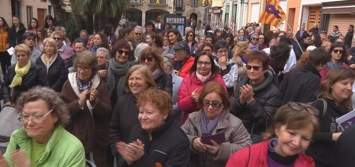 Assistents a la manifestació feminista del 8 de març a Calella