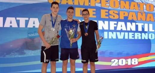 Pol Brunet (esquerra), al podi amb els altres dos guanyadors (foto: CN Calella)