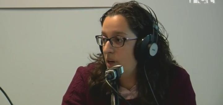 La regidora d'Igualtat i Cooperació de Calella en una entrevista a la ràdio
