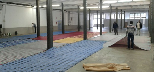 Membres de la comunitat islàmica de Calella preparen la Fàbrica per acollir el Ramadà.