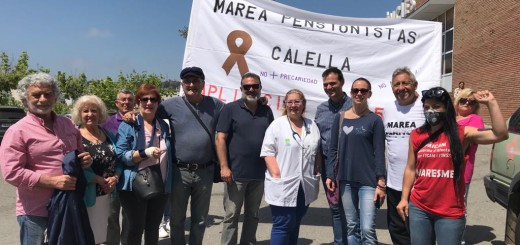 Membres de Marea Blanca amb la presidenta del Comitè d'Empresa de l'hospital de Calella
