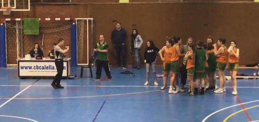 Moment en que l'àrbitre expulsa a l'entrenador del Sènior Femení del CB Calella, Àlex Moral